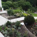 Terassenbeete und Gartentreppe