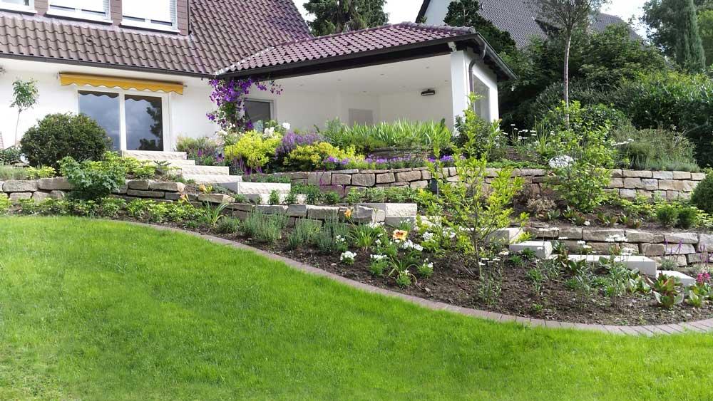 Referenzen garten und landschaftsbau gartenarchitektur robert dellwig garten landschaftsbau - Garten hanglage ...