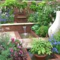 Exklusive Gartengestaltung mit Wasserlauf und Brunnen